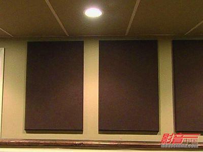 地提高墙面和天花板位置的隔音系数来达到处理的目的