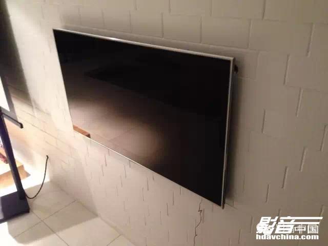 豪华江景房中的劲爆M&K Sound 150客厅影院