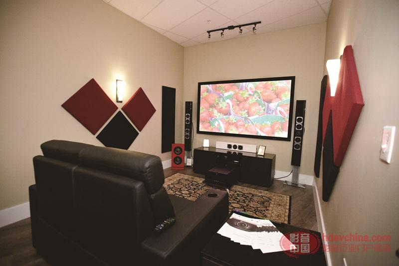 Home-Theater-with-Sony-4K-Projector-and-Stewart-Filmscreen1.jpg