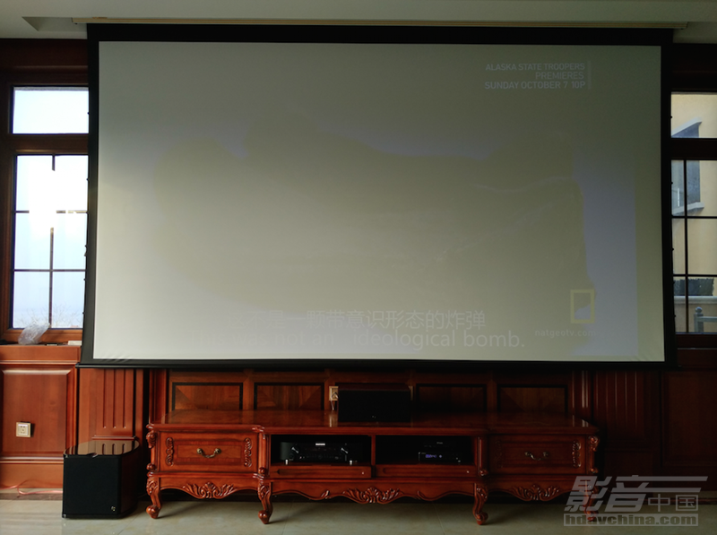 古典装修风格,沉浸式观影体验-长青海宴台别墅里的客厅影院