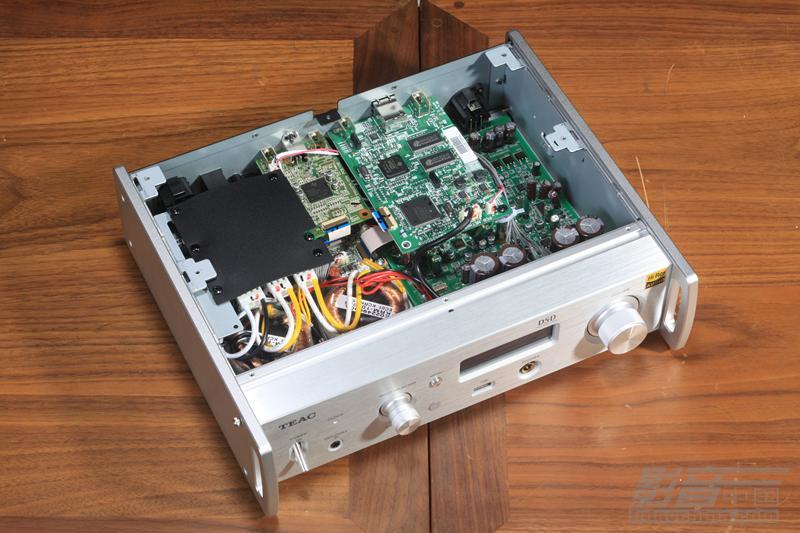 放大器,还有网络流媒体播放、无线蓝牙传输功能。而且NT-503还能对应TEAC HR Player和TEAC AVR Remote两款软件,前者用于PC和MAC,后者用于iOS和Android的手机上面。这样NT-503就可以连接电脑组建PC Hi-Fi,也可以通过流媒体播放音乐,然后用手机进行控制。对于现在的年轻人,大部分都是从耳机、流媒体音乐、PC Hi-Fi开始发烧的,而且使用习惯也完全不同,音乐源更多来自网络而不是CD唱片,黑胶唱片少之又少,操作方式也是通过手机或者电脑来完成。因此,NT-503这