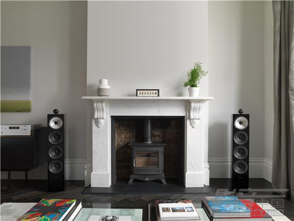 702 S2 Black Gloss with RA-1572 Fireplace Grilles Off.jpg