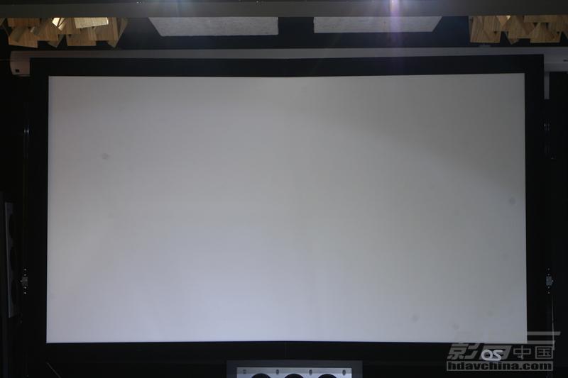 突出HDR画面的优势-OS HF102投影幕