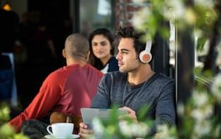 聆听不平凡│JBL DUET BT无线贴耳式耳机打造高品质娱乐生