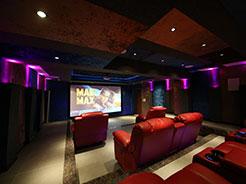 华灯初上,星空下的全景声影院 感受佛山赛宾荟打造的南海碧桂园7.2.4定制影院系统