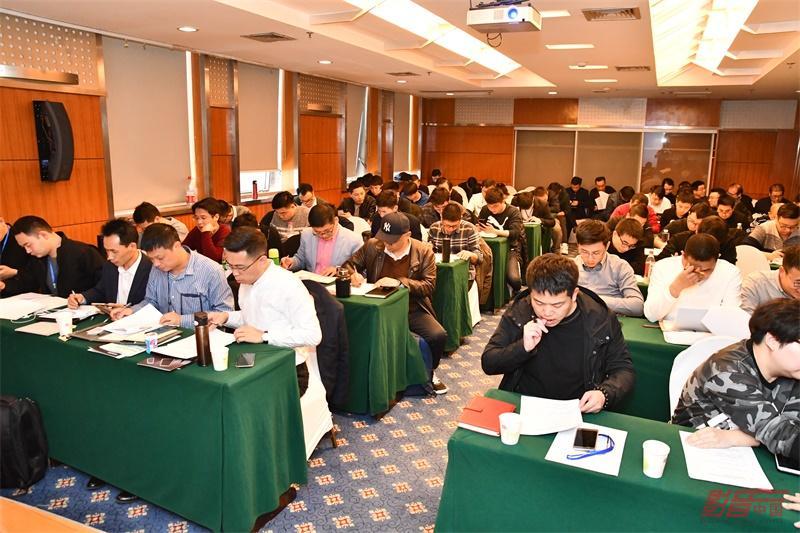 今天的多门课程也有考试环节,学员积极备考