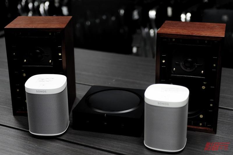 现场测试搭配Sonos AMP的书架箱为Rogers LS3/5A,而两只Sonos Play:1小音箱作环绕音箱
